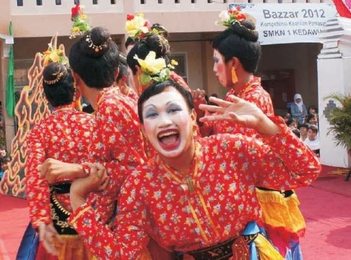 Dialog Ketubuhan Melalui Tradisi LokalCirebon